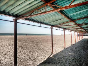 пляж наевесы на пляже в кирилловке