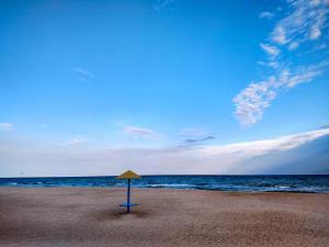 лутшый пляж кириловки наевесы на пляже в кирилловке