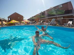 отдых кирилловка бассейн номера люкс курорт на азовском море кирилловка